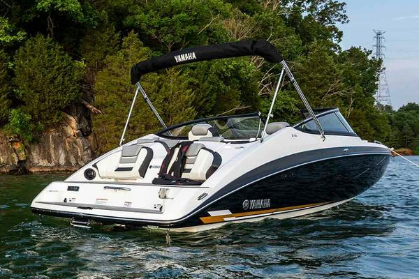 Yamaha Boats 212 Manufacturer Provided Image