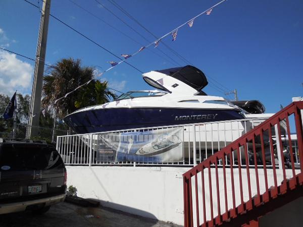 Monterey 328 Super Sport w/ Joystick
