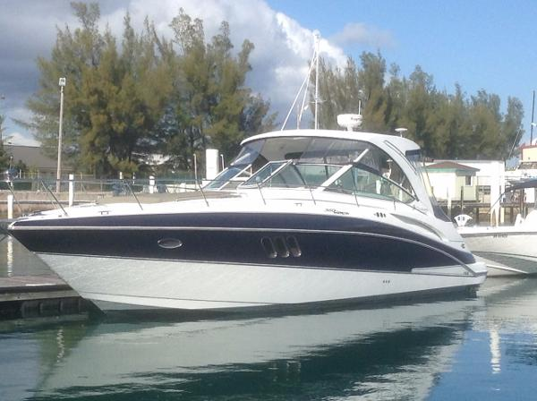 Cruisers Yachts 360 Express, Low Hours