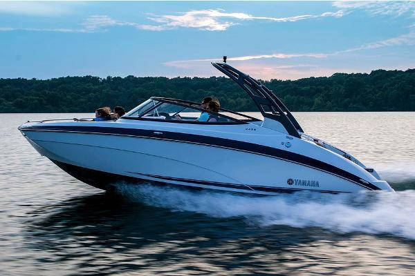 Yamaha Boats 242S Manufacturer Provided Image