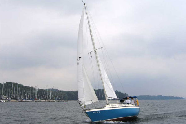Canadian Sailcraft 27 Sloop Under Sail