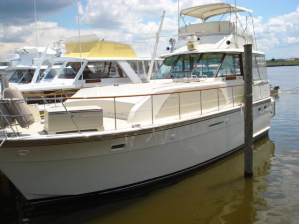 HATTERAS YACHTS 43 Flush Deck MY