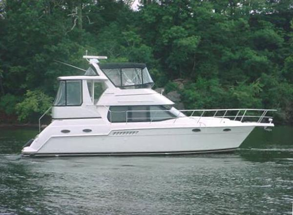 Carver 356 Aft Cabin Motor Yacht