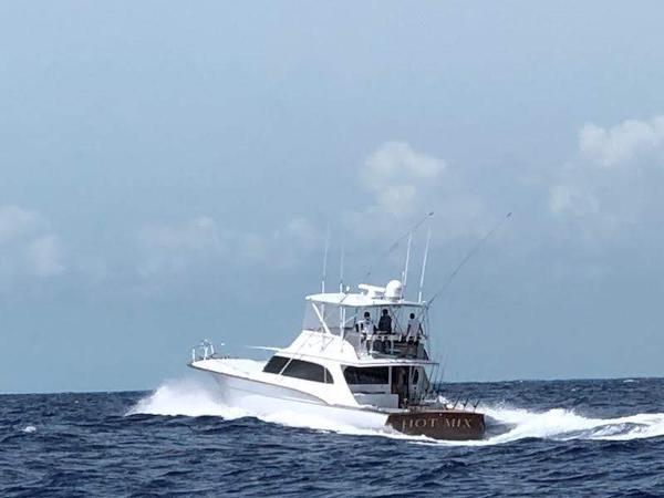 Jarrett Bay Convertible Sport Fisherman