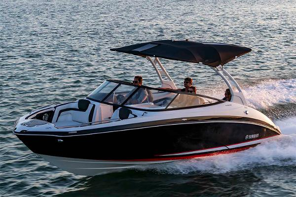 Yamaha Boats 242SE Manufacturer Provided Image