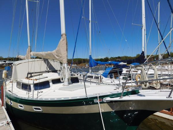Islander Yachts Freeport Ketch Stb Bow