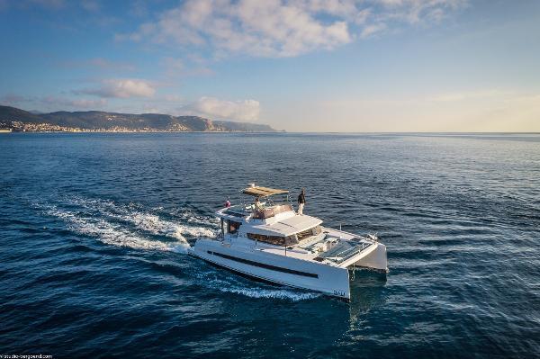 Bali 4.3 Motor Yacht