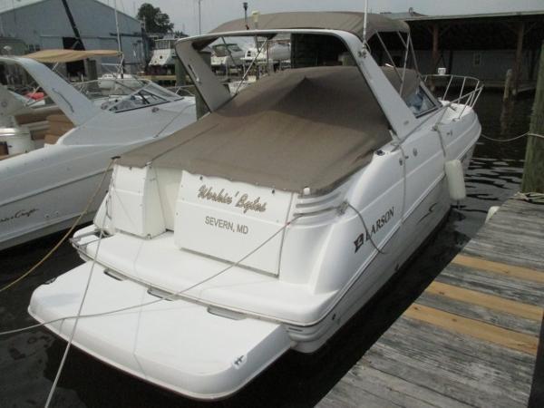 Larson Cabrio 330 Mid Cabin Starboard Quarter