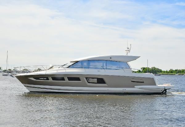 Prestige 500 S Port Side