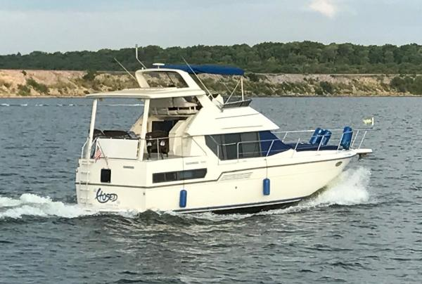 Carver 350 Aft Cabin On the Water