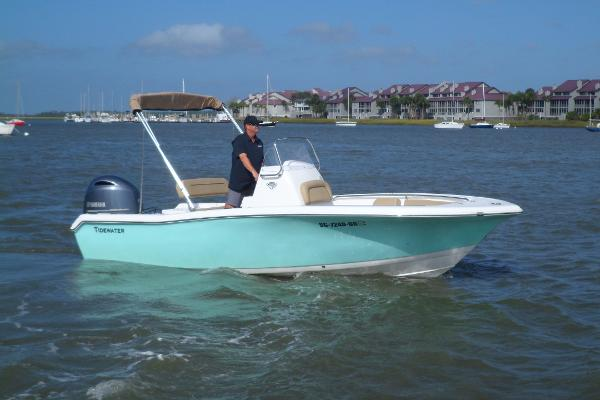 Tidewater Boats 198 CC Adventure STARBOARD UNDERWAY