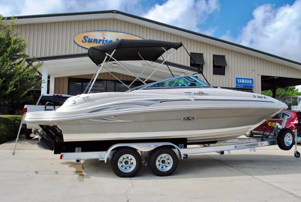 Sea Ray 220 Sundeck 2006-sea-ray-220-sundeck-bowrider-used-boat-for-sale