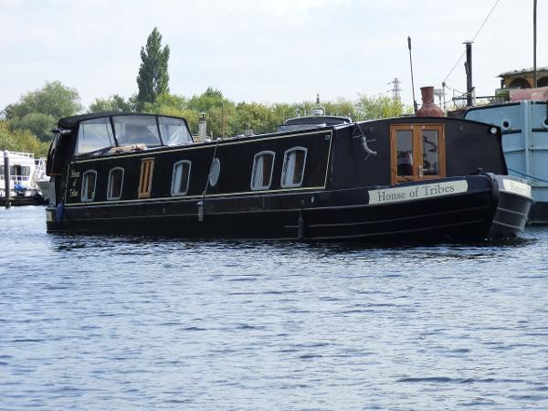 Aqualine 64' x 11' Metrofloat Henley Aqualine 64' x 11' Widebeam