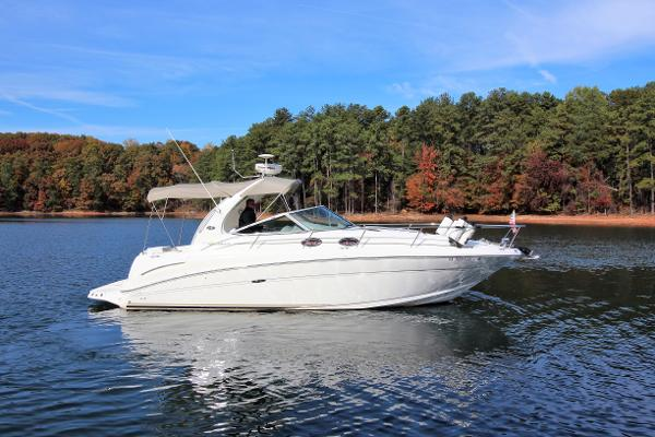 Sea Ray 300 Sundancer Starboard profile