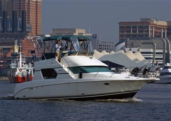 Silverton 351 Sedan Cruiser On Water