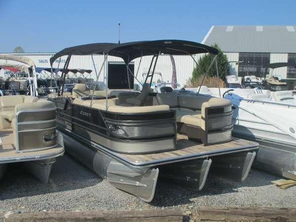 Crest Pontoon Boats Classic 250