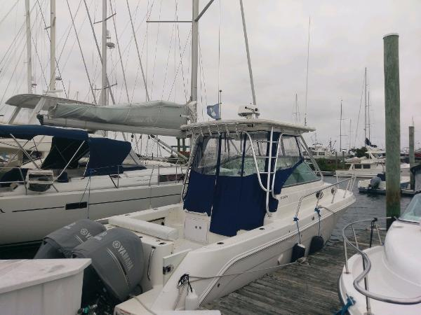 Robalo R305 Walkaround Starboard View at the Dock