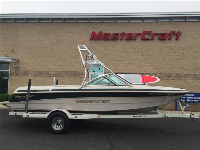 Mastercraft Ski Boat Prostar 205v