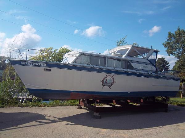 Marinette Marinette Express - 32 hull