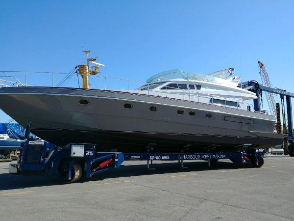 Ferretti Yachts 185