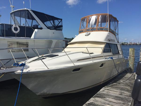 Silverton 34 Convertible Port Bow