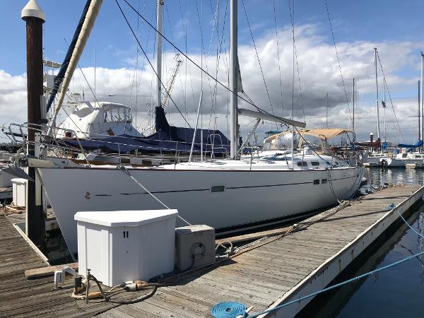 Beneteau 473 Starboard Side at dock