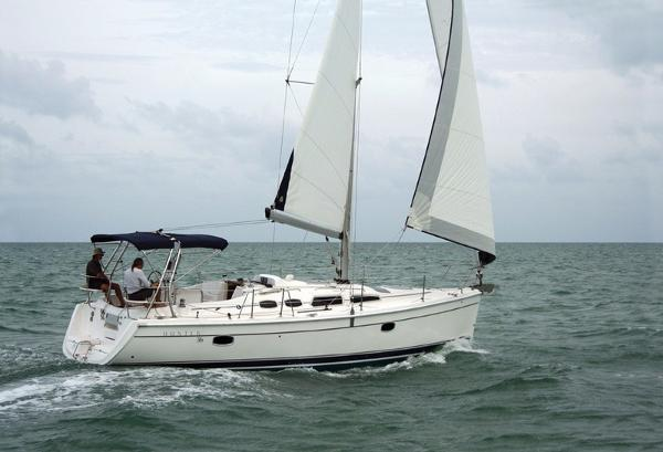 Hunter 36 2005 Hunter 36 sailing
