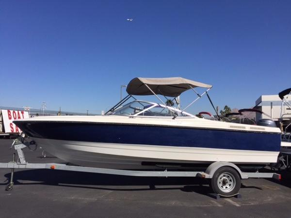 Bayliner Discovery 215
