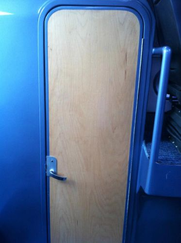 Enclosed head door