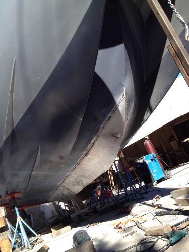 Deep-V aluminum hull