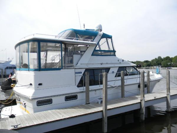 Carver 42 Aft Cabin Motoryacht Exterior View