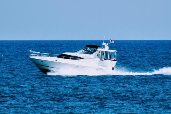 Cruisers Yachts 4450 Express Motoryacht 2000 Cruisers Yachts 4450 Express Motor Yacht