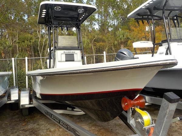 Blazer Boats Bay 2200