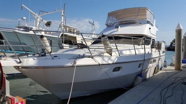 Vitech 52 Flybridge Cruiser