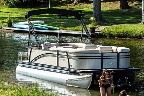 Harris Cruiser 210 Manufacturer Provided Image