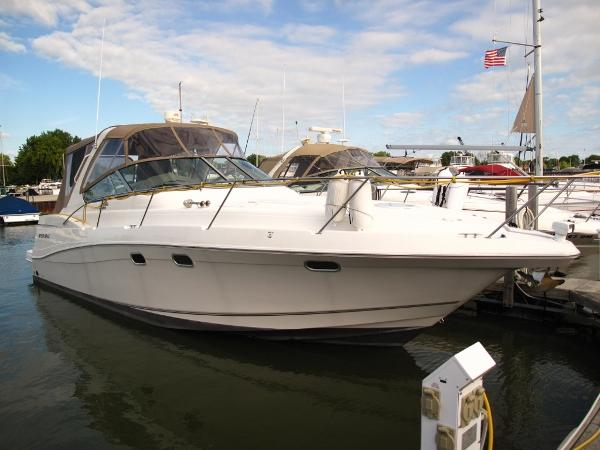 Four Winns 378 Vista Starboard Profile