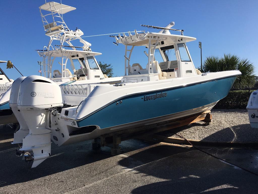 Everglades Boats 325 CC