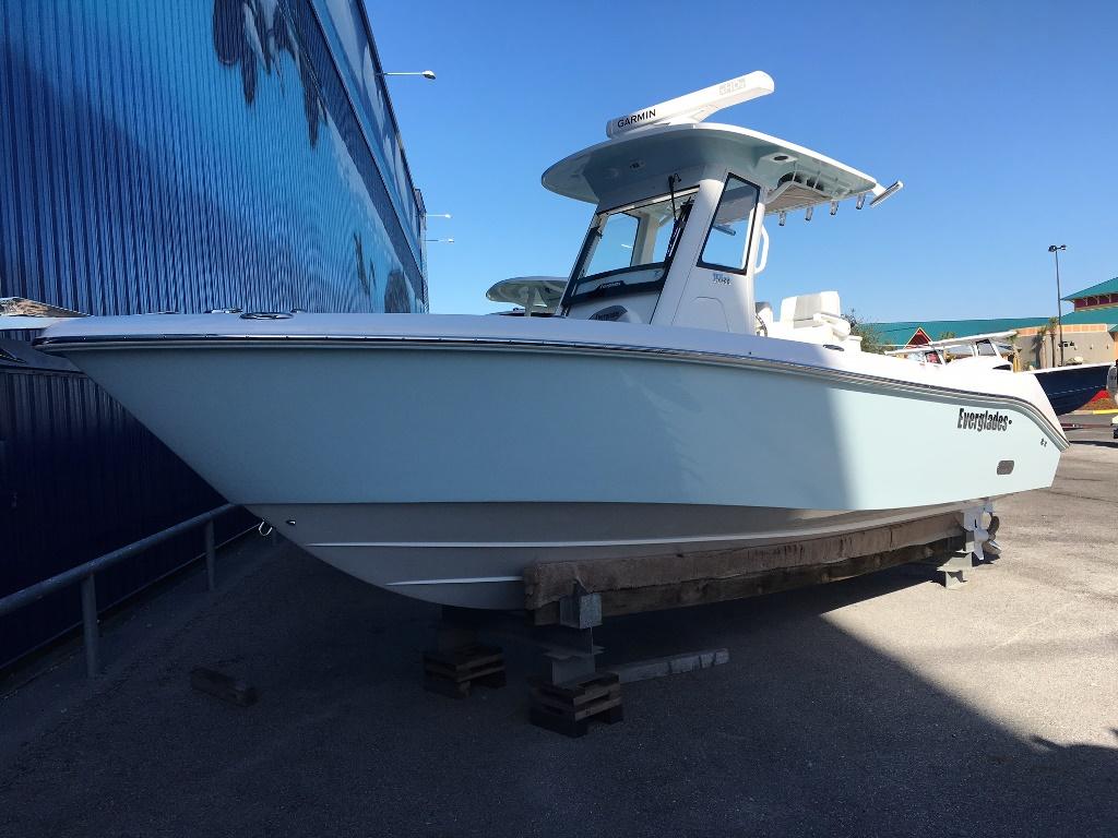 Everglades Boats 255 CC