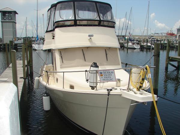 Mainship 34 Trawler Bow