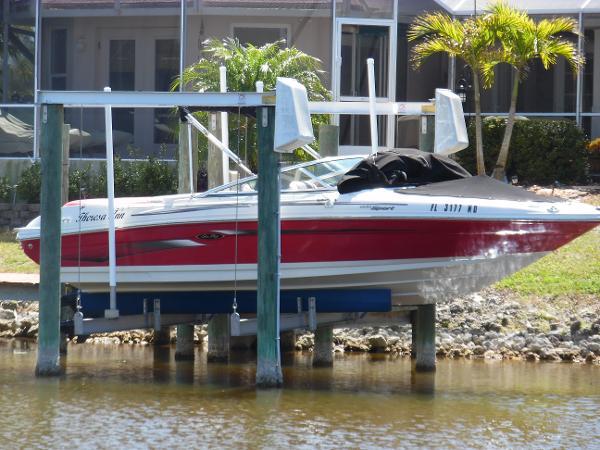 Sea Ray 205 Sport Lift Kept Starboard Side