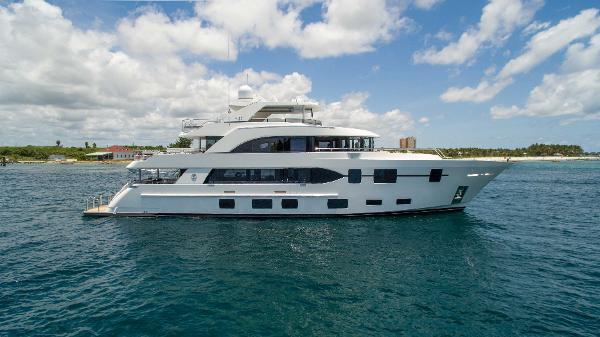 Ocean Alexander Tri Deck Motor Yacht Miss Moneypenny