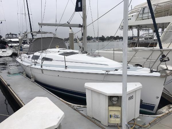 Hunter 33 Starboard side
