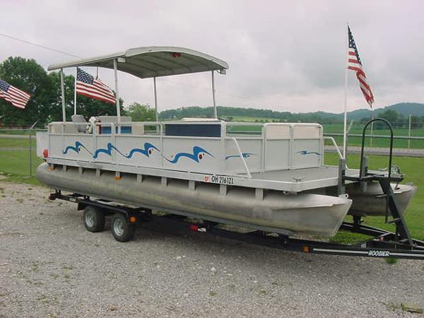 Harris FloteBote 24' Harris Pontoon Boat