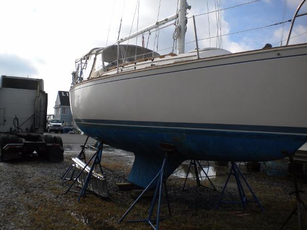 Sabre Sloop Starboard profile