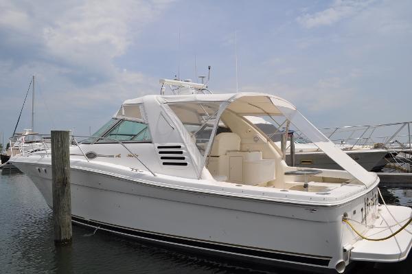 Sea Ray 370 Express Cruiser