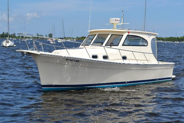 Mainship 30 Pilot Port Side Bow
