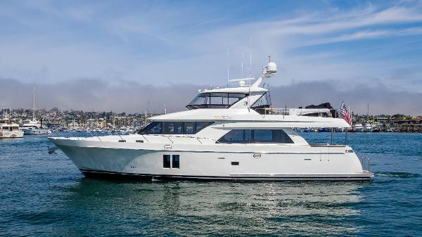 Ocean Alexander 72 Pilothouse profile