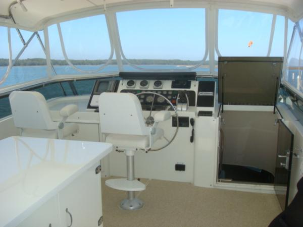 70' Hatteras Motoryacht flybridge forward