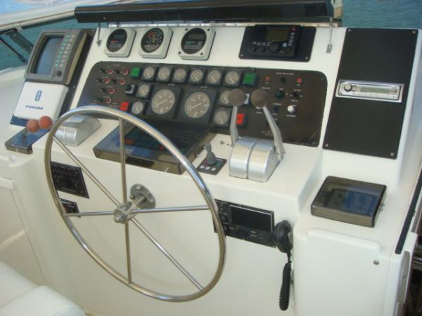 70' Hatteras Motoryacht flybridge console