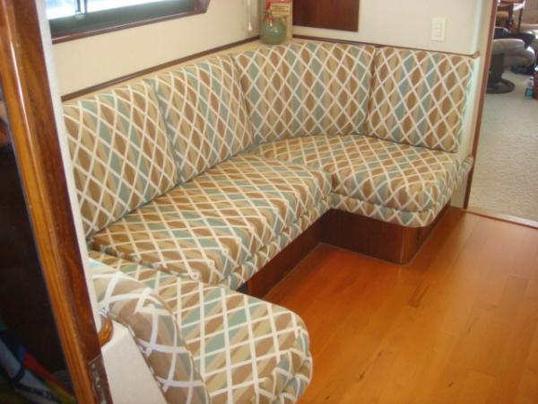 70' Hatteras Motoryacht galley settee1